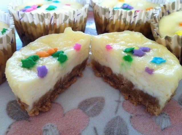 Mini Vanilla Cheesecake with Sprinkles on a Graham Cracker Crust | Cooking with a Wallflower