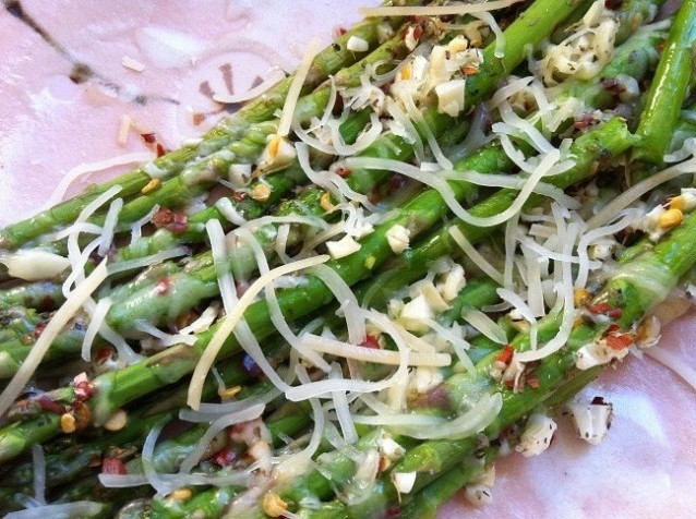 Spicy Roasted Asparagus with Garlic and Mozzarella Cheese | Cooking with a Wallflower