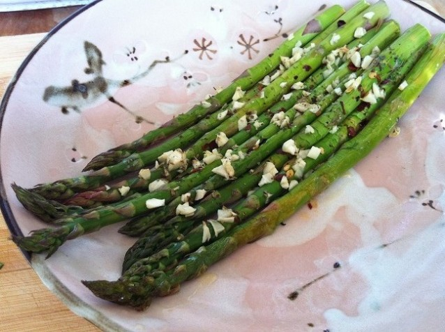 Spicy Roasted Asparagus with Garlic | Cooking with a Wallflower