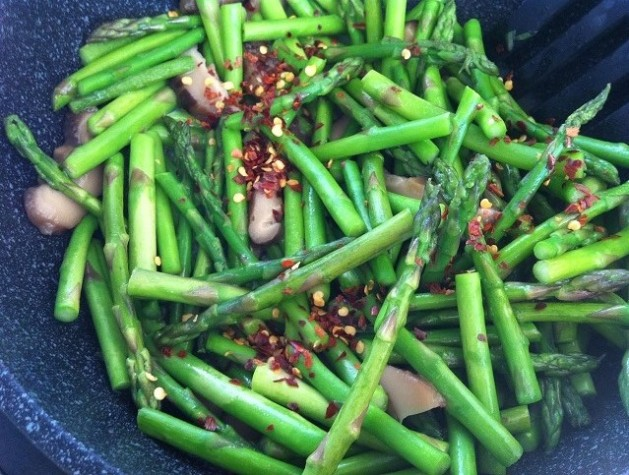 Asparagus and Shiitake Mushroom Stir Fry   Cooking with a Wallflower