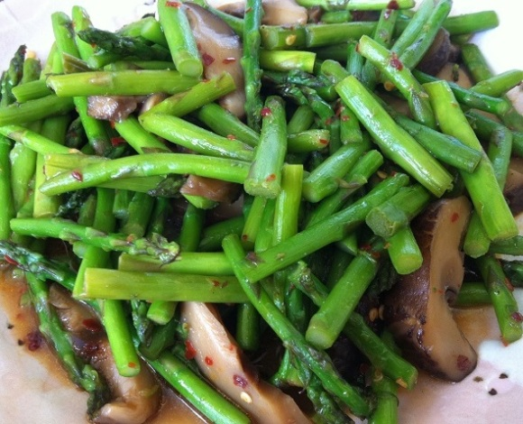 Asparagus and Shiitake Mushroom Stir Fry | Cooking with a Wallflower
