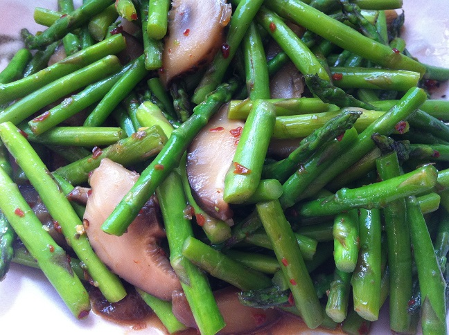 Asparagus and Shiitake Mushroom Stir Fry | Cooking with a Wa..