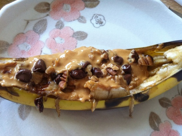Baked Peanut Butter Chocolate Pecan Banana Boats | Cooking with a Wallflower