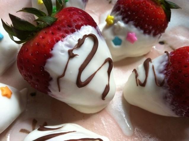 Frozen Honey Greek Yogurt Dipped Strawberries | Cooking with a Wallflower