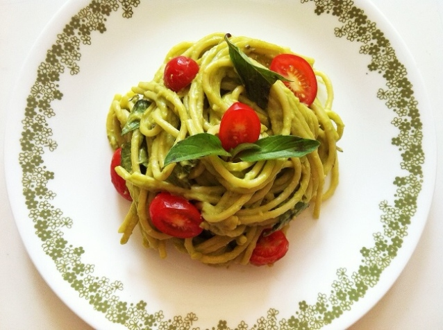 Creamy Avocado Tomato Basil Pasta | Cooking with a Wallflower