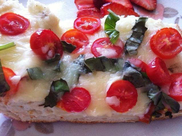Margherita French Bread Pizza | Cooking with a Wallflower