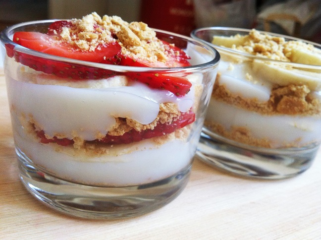 Slices of fresh strawberries and bananas layered with vanilla pudding