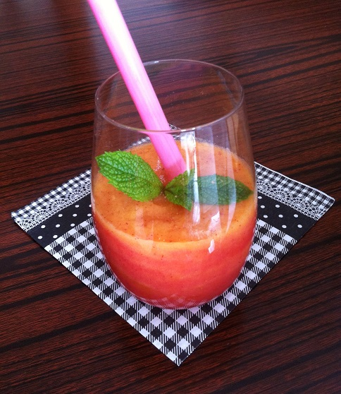 Strawberry Peach Smoothie | Cooking with a Wallflower